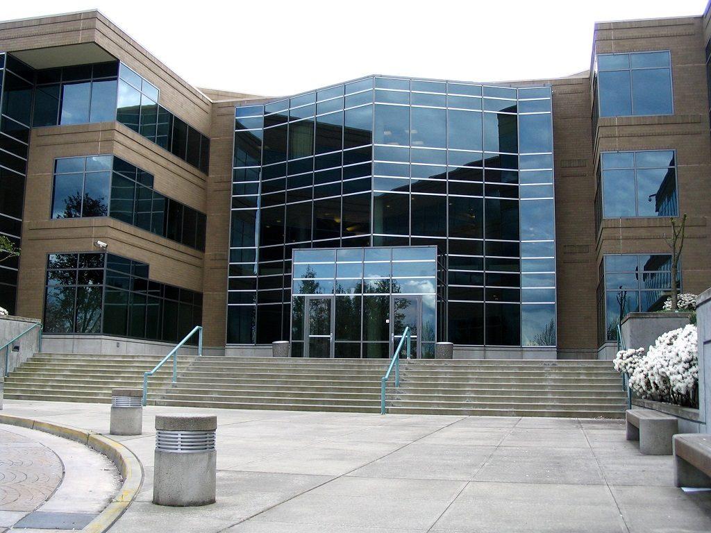 نمای بیرونی ساختمان مایکروسافت شعبه ردموند واشنگتن